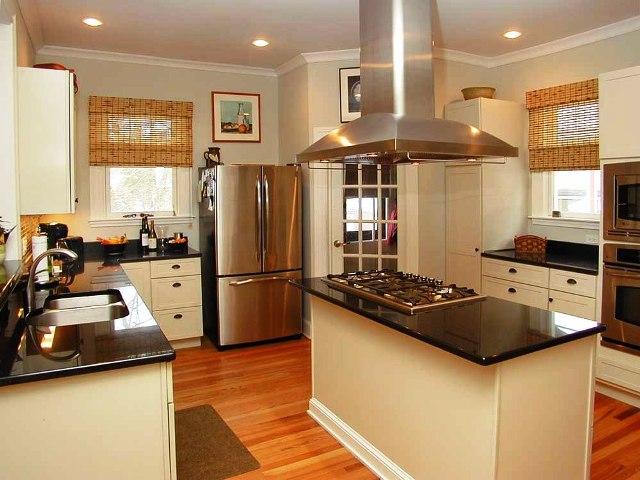 133 Kenyon- Kitchen