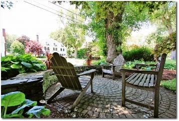 10 Walbridge, West Hartford - front patio