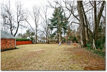 65 Westerly Terrace, Hartford - Spacious Back Yard