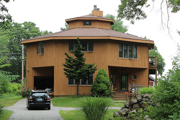 Octagon house greater hartford real estate blog for How to build an octagon house