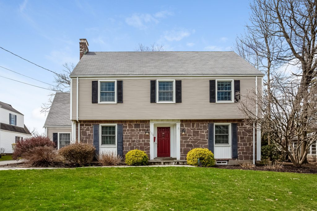 125 Ridgewood Rd, West Hartford