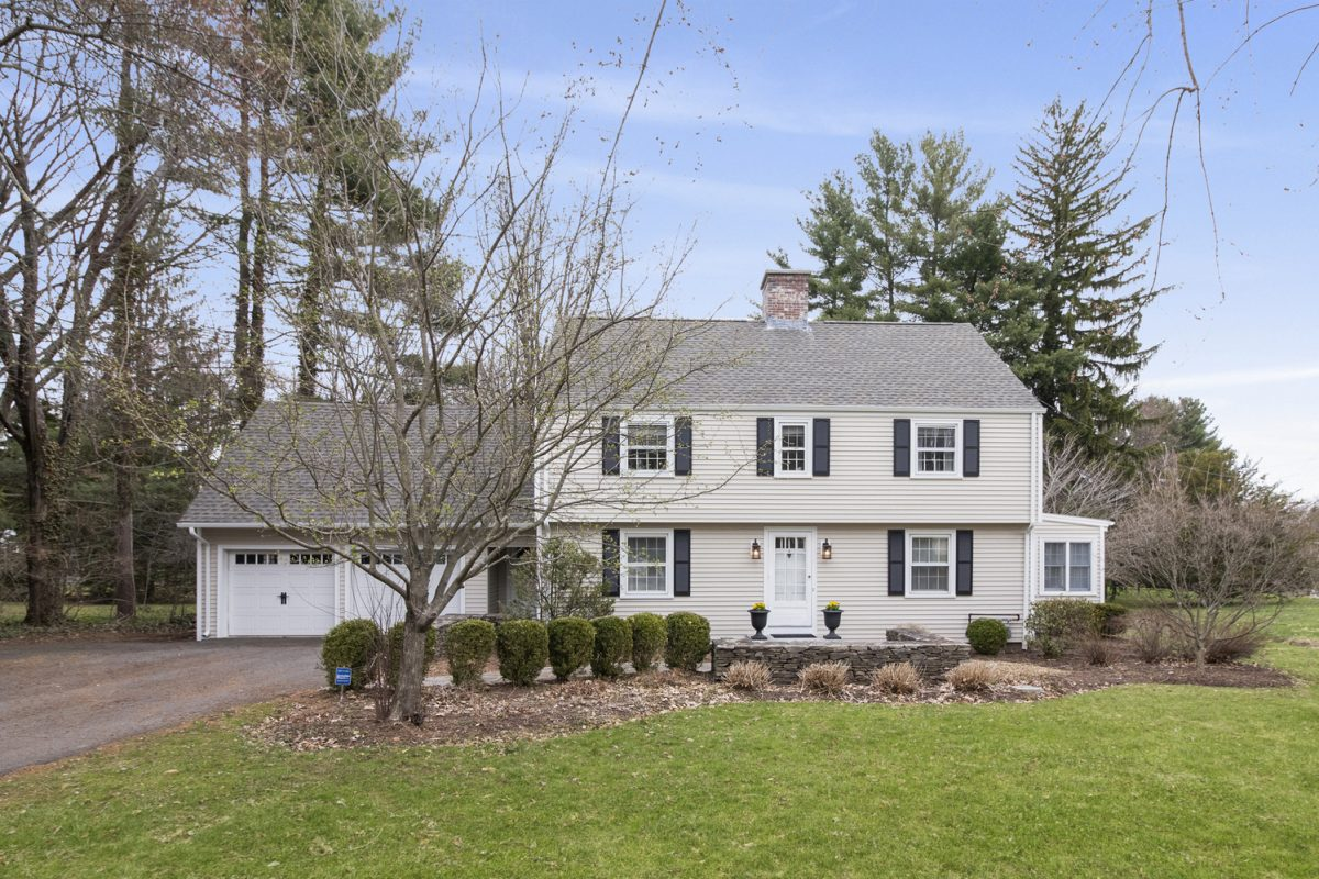 4 Kenwood Cir, Bloomfield