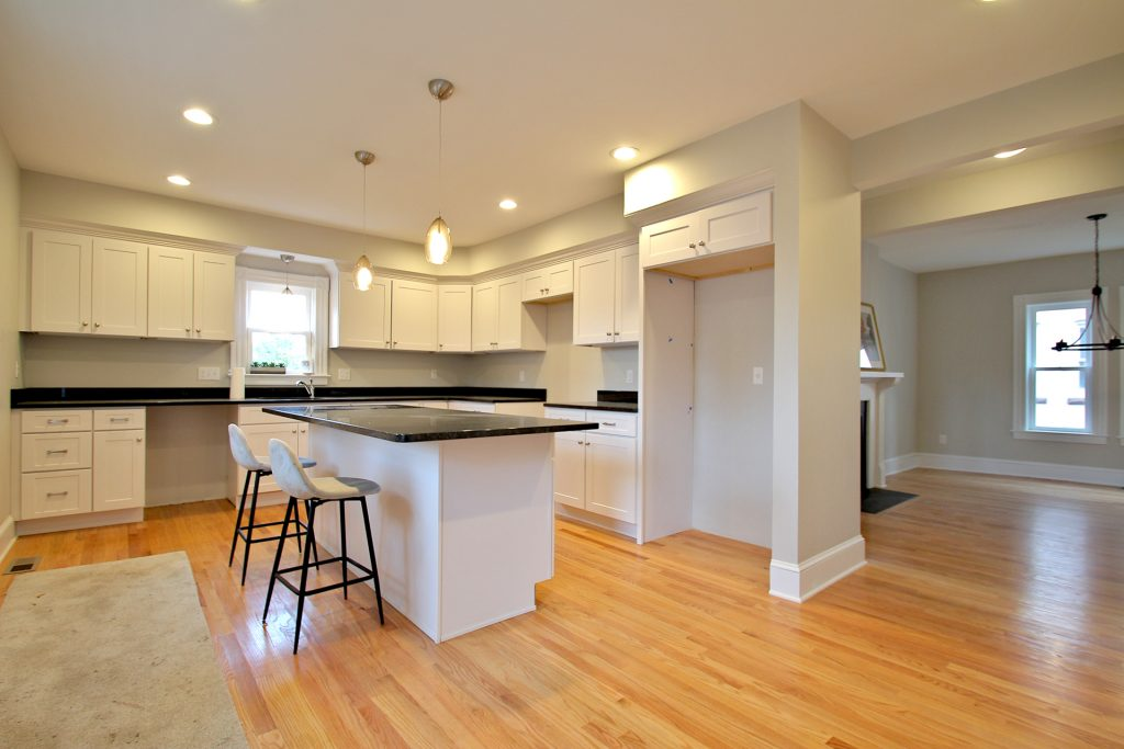 115 Sigourney - Kitchen