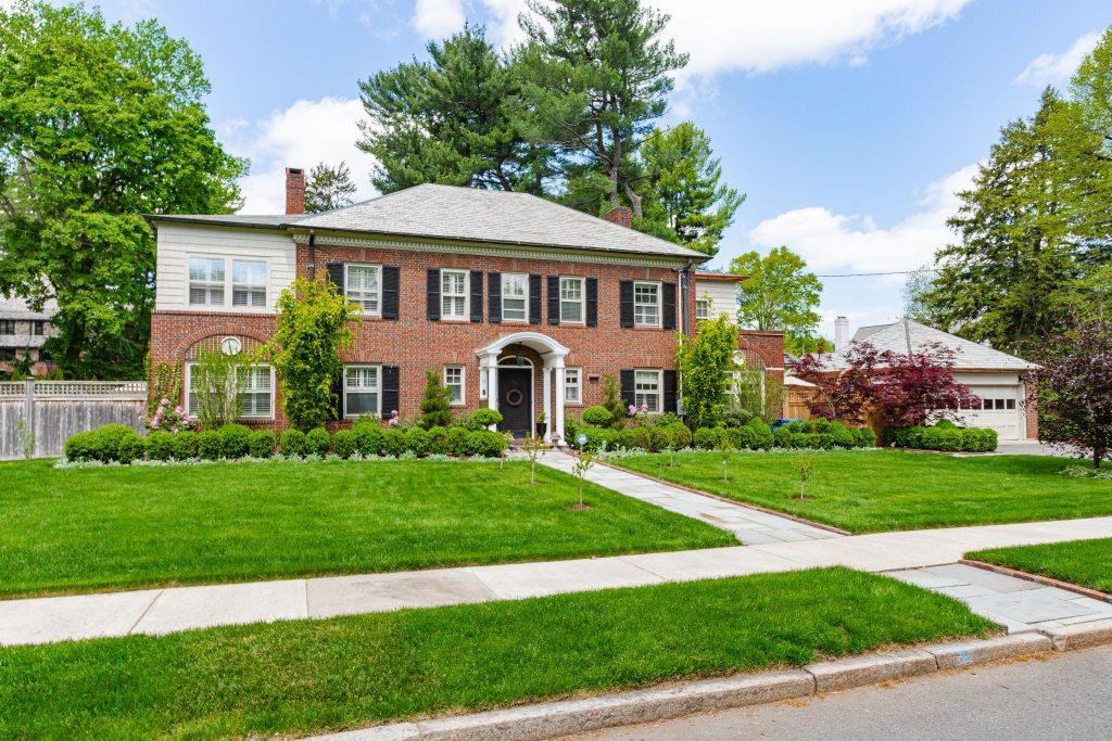 19 Woodside Circle, Hartford